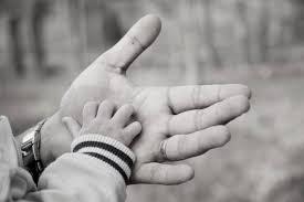 Pai biológico deve pagar pensão de filho criado por outro homem, decide STF